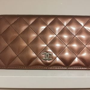 Chanel wallet Quilted patent leather
